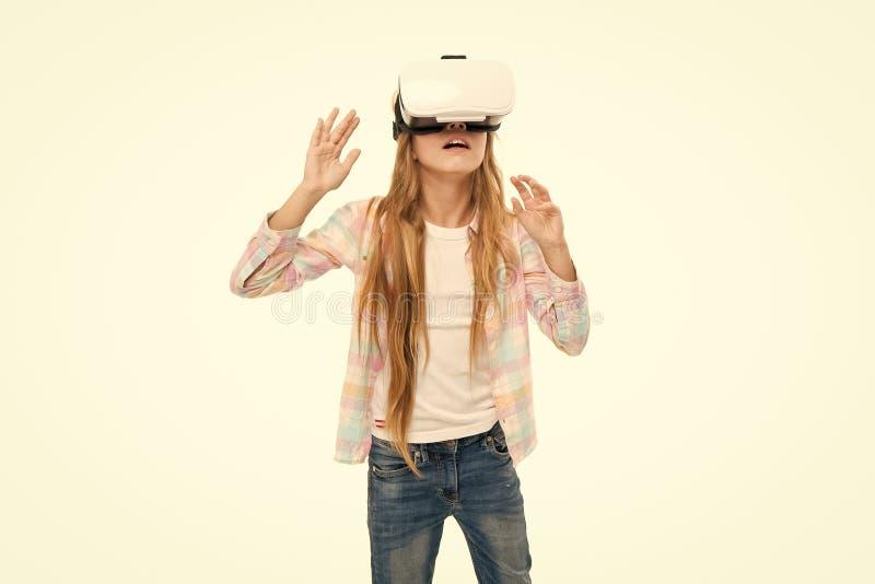 Explore o mundo digital Realidade interativa do cyber da menina Jogo e estudo do cyber do jogo Instru??o moderna Educa??o alterna imagens de stock