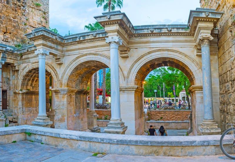 Explore a porta de Hadrian, Antalya, Turquia imagens de stock royalty free