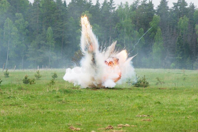 Explosão com fumo fotografia de stock royalty free