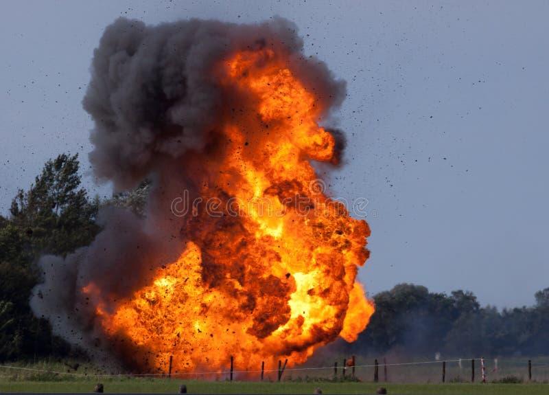 Explosão com restos de vôo foto de stock royalty free