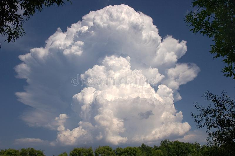 Explosão da nuvem imagem de stock royalty free
