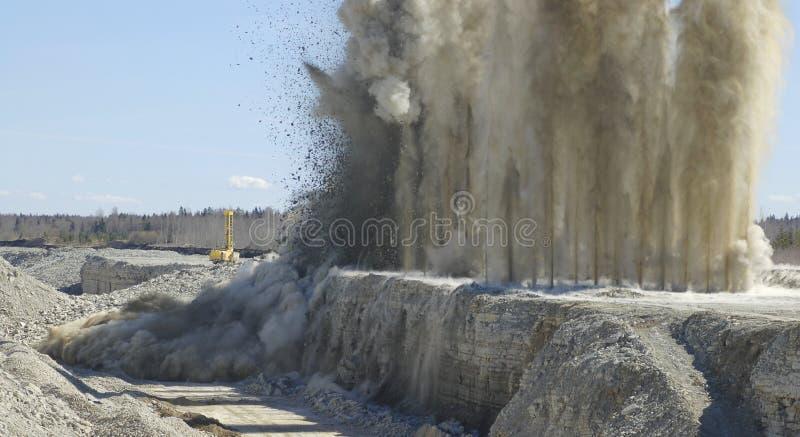 Explosão no poço aberto fotografia de stock royalty free