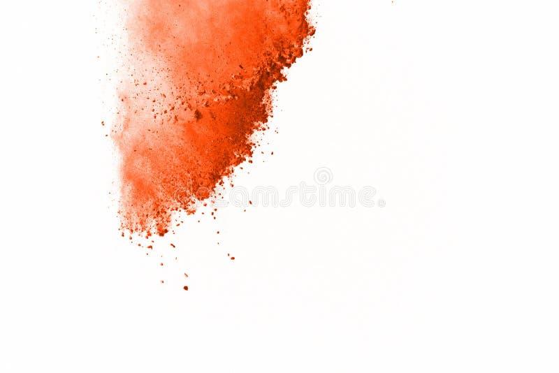 Explosión anaranjada del polvo en el fondo blanco la nube coloreada prendido está fotografía de archivo