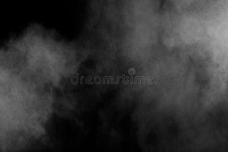 Explosión blanca del polvo aislada en fondo negro Chapoteo blanco de las párticulas de polvo Festival de Holi del color fotos de archivo