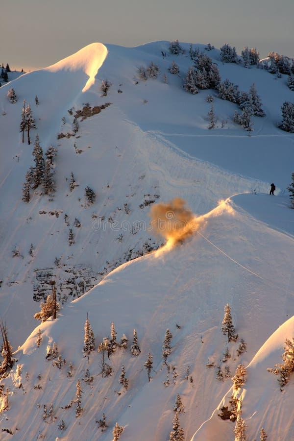 Explosión de la avalancha de la patrulla del esquí imágenes de archivo libres de regalías