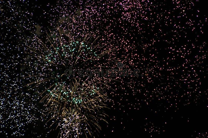 Explosión de los fuegos artificiales fotos de archivo