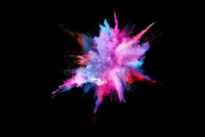Explosión de polvo coloreada abstracta en un fondo negro foto de archivo