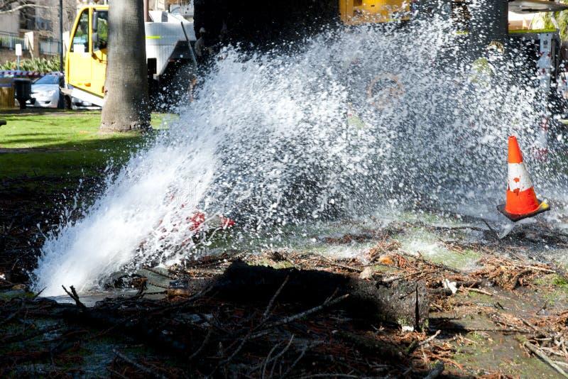 Explosión del tubo de agua imagen de archivo libre de regalías