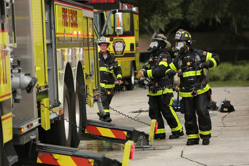 Explosión en la inspección América una compañía en parque del corporex en Tampa, FL 8 de octubre de 2018 un hombre era quemadura  imagenes de archivo
