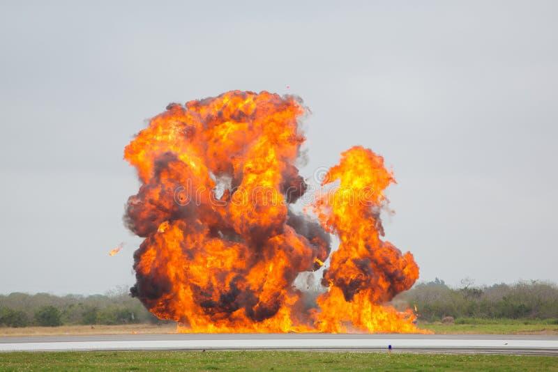 Explosie bij luchthaven stock foto