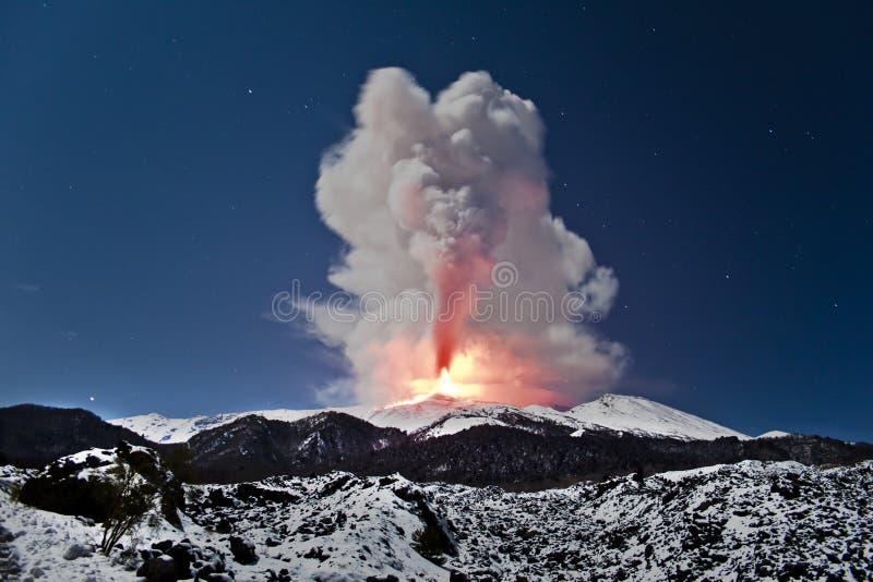 Explosion Ätna stockfotografie