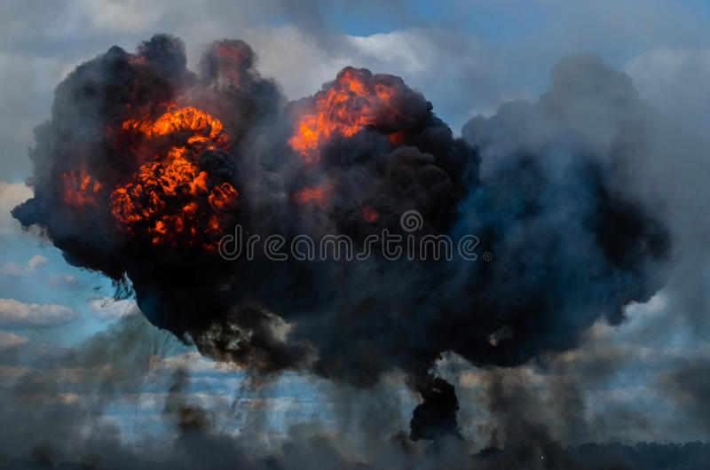 Explosion après bombardement image stock