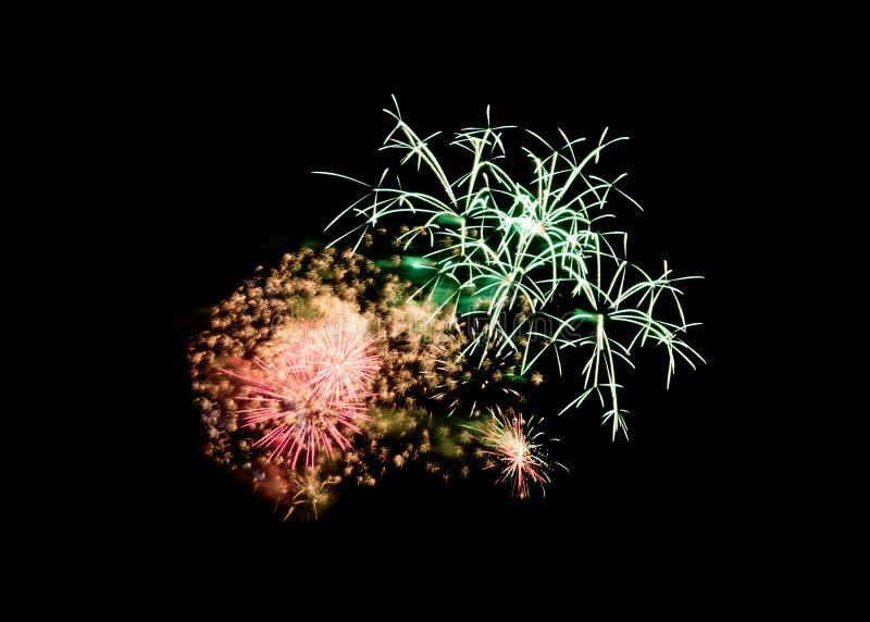 Explosion colorée de feux d'artifice dans la célébration de fête image libre de droits