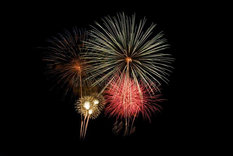 Explosion color?e de feux d'artifice dans le festival annuel photo libre de droits