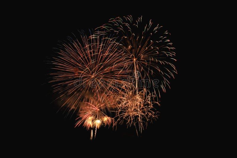 Explosion color?e de feux d'artifice dans le festival annuel images stock