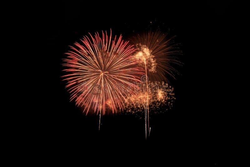Explosion color?e de feux d'artifice dans le festival annuel photos libres de droits