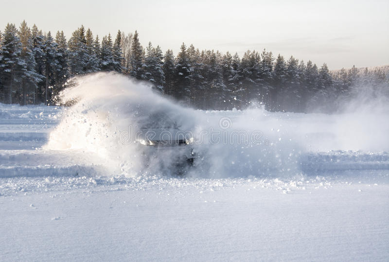 Explosion de dérive de neige de voiture photographie stock libre de droits