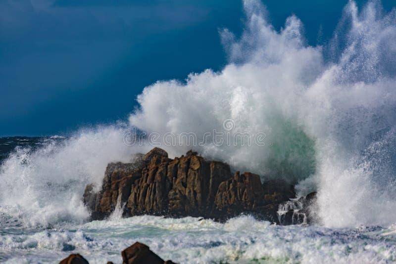 Explosiones del agua del océano imágenes de archivo libres de regalías