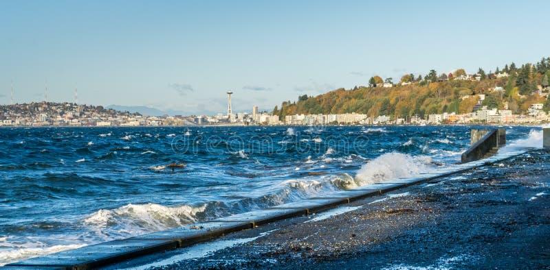 Explosiva Alki Waves 4 fotografering för bildbyråer