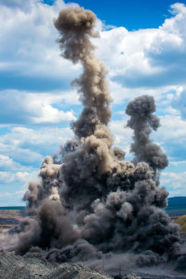 Explosure auf Tagebau stockbilder