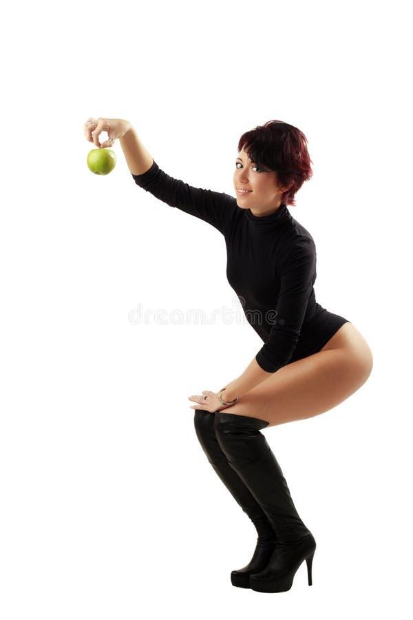 Explotación agrícola sonriente Apple de la mujer joven foto de archivo