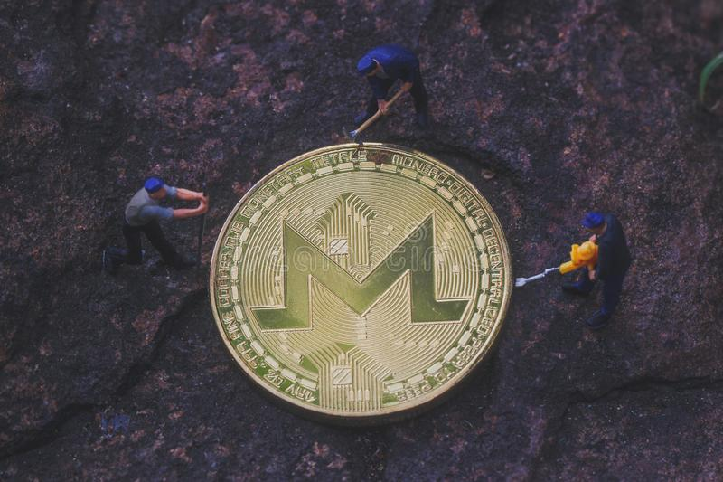 Explotación minera de MoneroXMR Cryptocurrency imágenes de archivo libres de regalías