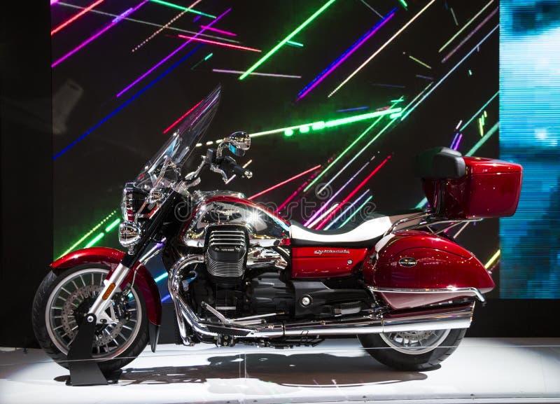 Expo de las motocicletas en la demostración Moto Guzzi de Milán EICMA imágenes de archivo libres de regalías