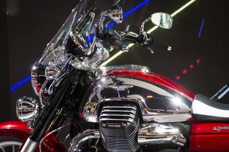 Expo dei motocicli nella manifestazione Moto Guzzi di Milano EICMA fotografia stock libera da diritti
