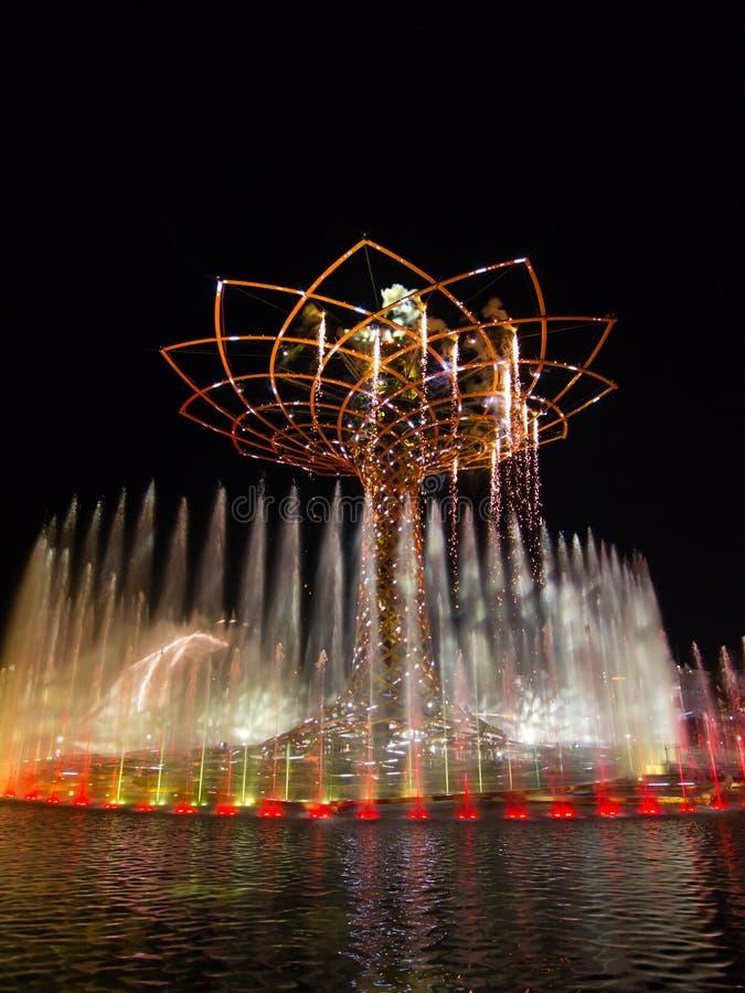 Expo 2015 em Milão, a árvore de vida imagens de stock