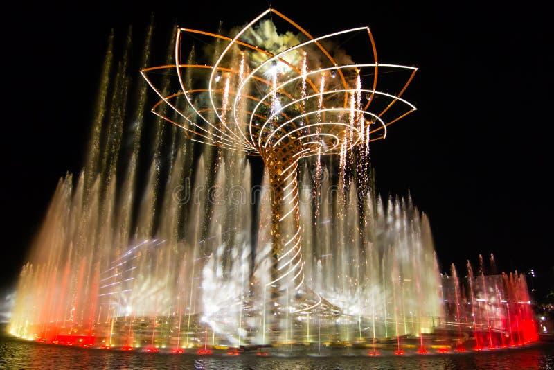 Expo 2015 em Milão, a árvore de vida imagem de stock royalty free