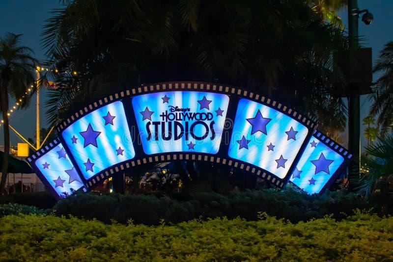 Exponerade Hollywood studior undertecknar på Walt Disney World 2 royaltyfri bild
