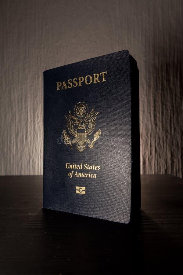Exponering för skrivbord för kontrast för svart för amerikan för Förenta staterna för räkning för lopppasshäfte royaltyfria foton