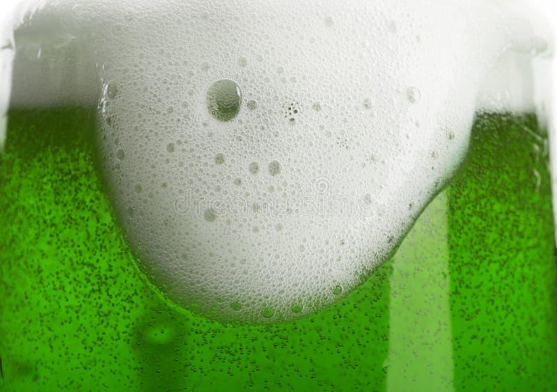 Exponeringsglas av grönt öl, closeup royaltyfri foto