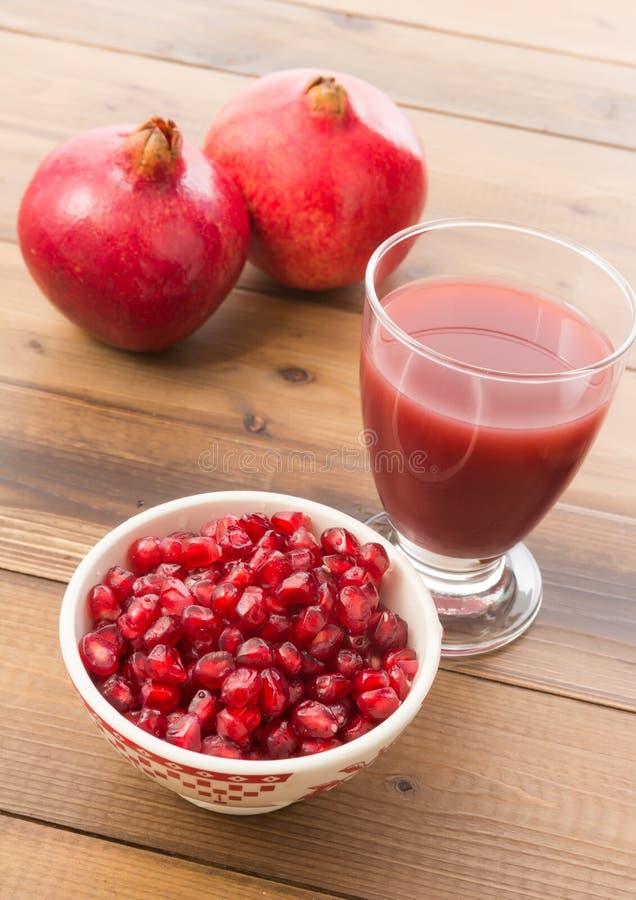 Pomegranatefruktsaft arkivbilder