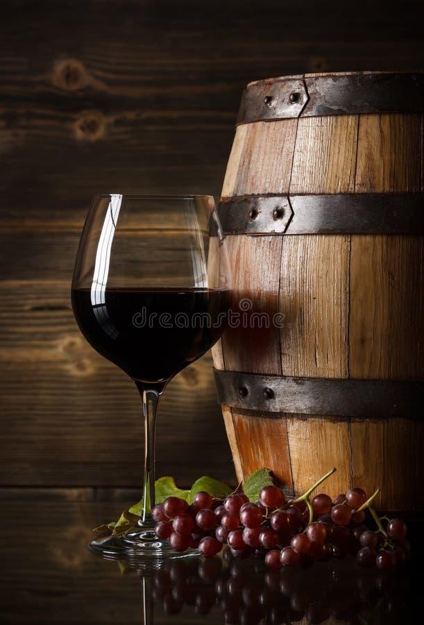 Exponeringsglas av rött vin royaltyfria foton