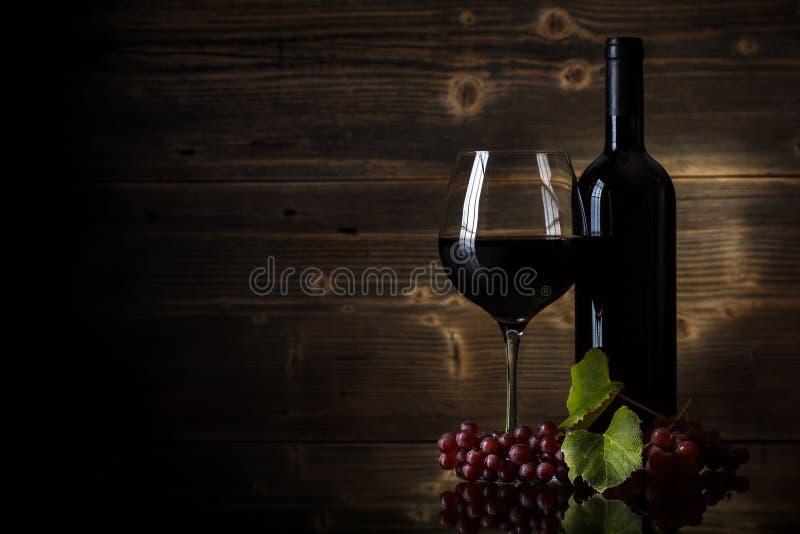 Exponeringsglas av rött vin fotografering för bildbyråer