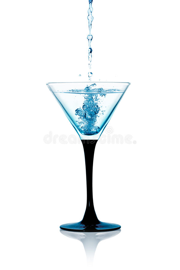 Exponeringsglas av torra Martini, Gin Cocktail Isolated fotografering för bildbyråer
