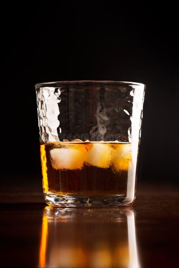 Exponeringsglas av traditionell whisky arkivbild
