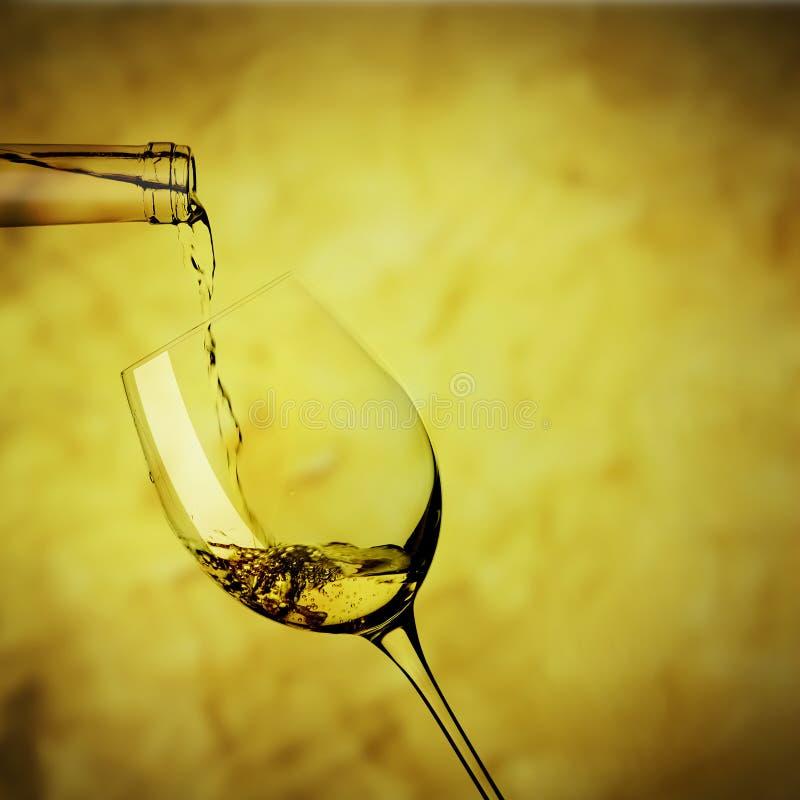 Exponeringsglas av vitt vin royaltyfri foto