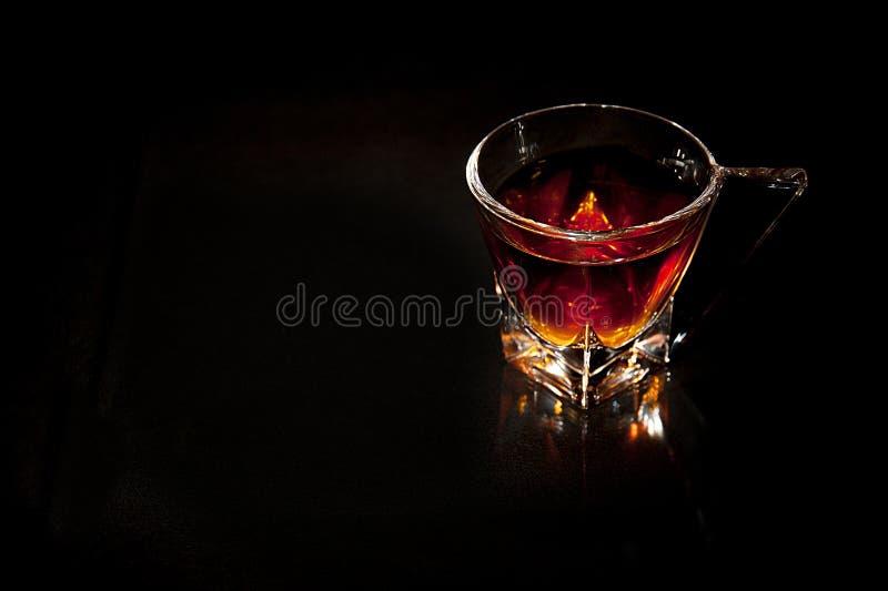 Download Exponeringsglas av whisky arkivfoto. Bild av tomt, manligt - 37348142