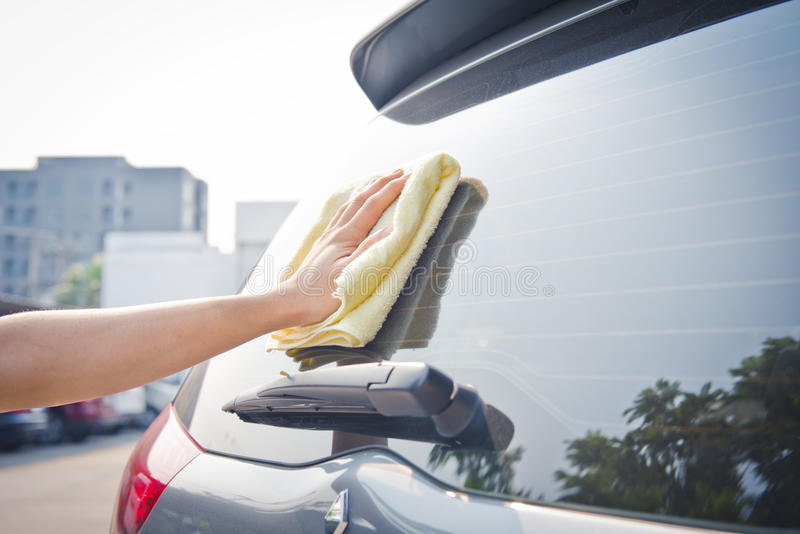 Exponeringsglas för bil för handwipelokalvård royaltyfria foton