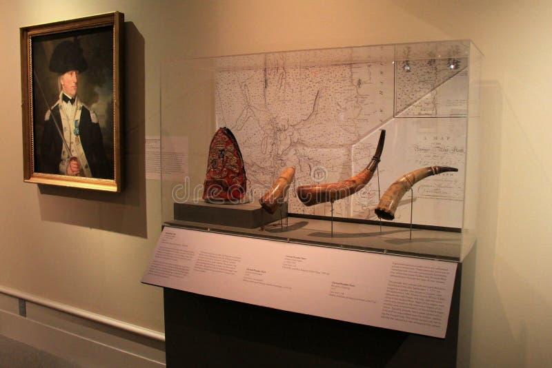 Exponeringsglas inneslutade skärm av historiska pulverhorn, institutet av historia och konst, 2016 fotografering för bildbyråer