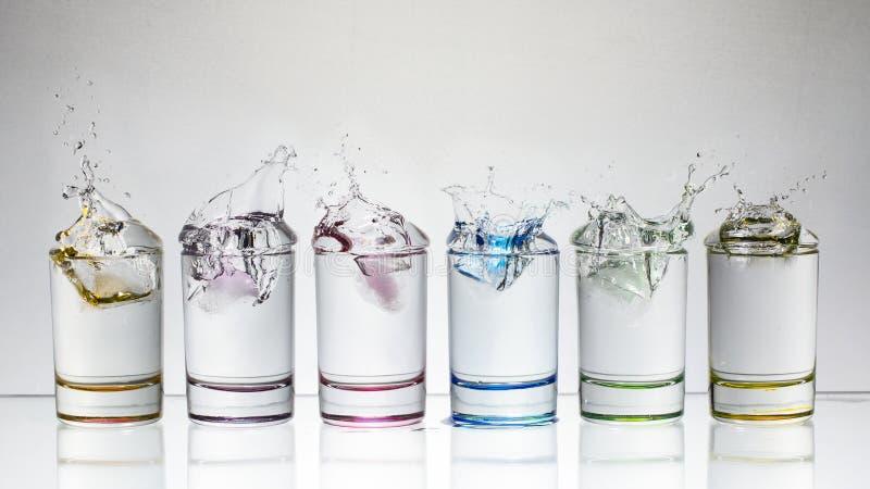 exponeringsglas isolerad färgstänkvattenwhite arkivfoton