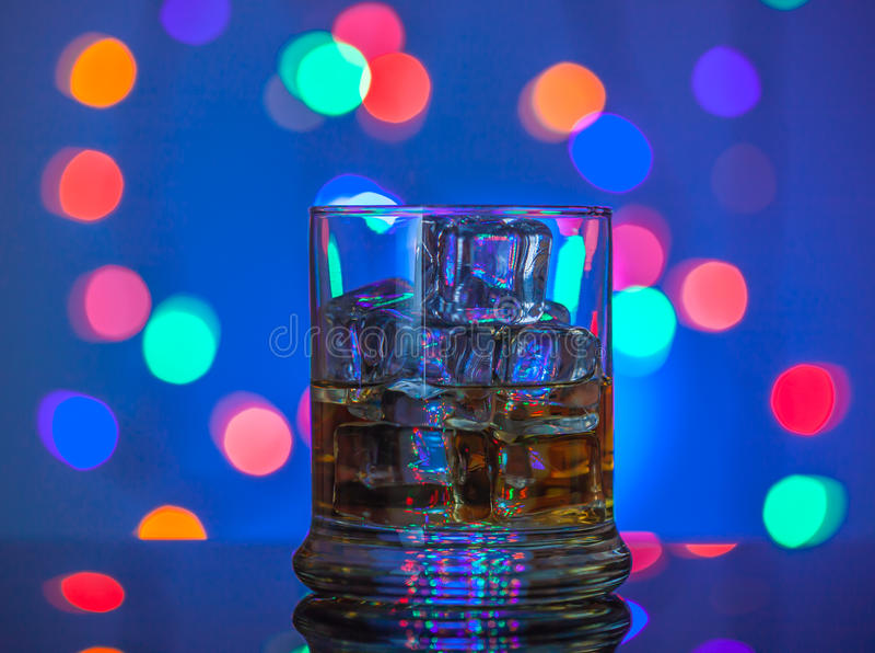 exponeringsglas isolerad reflexionswhiskeywhite royaltyfri fotografi
