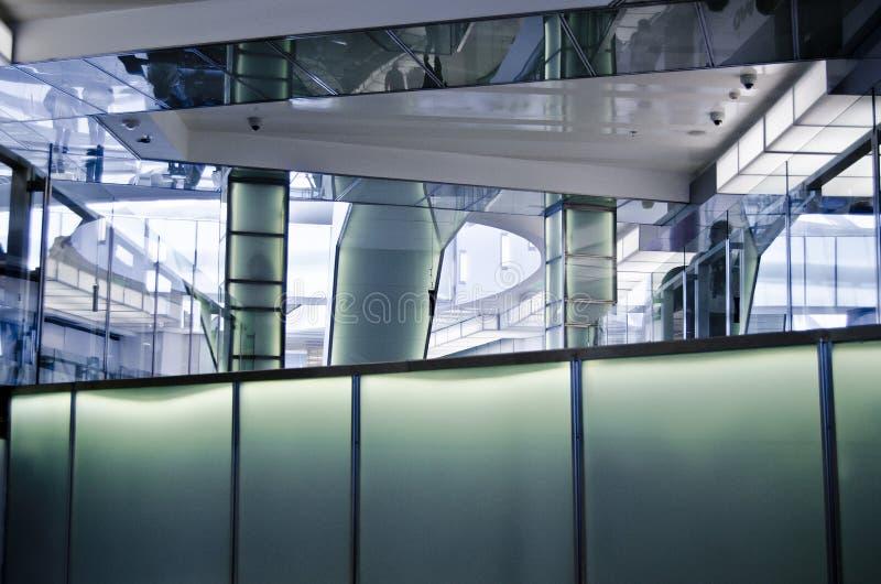 Exponeringsglas och stål arkivfoton
