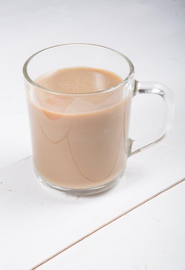 Exponeringsglas rånar av den varma kakaokaffedrinken fotografering för bildbyråer
