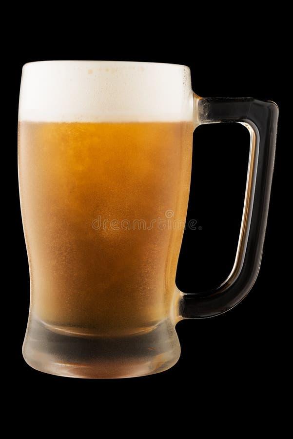 Exponeringsglas rånar med öl som isoleras på svart bakgrund royaltyfri foto