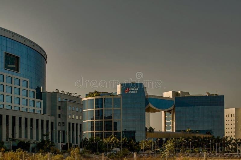 Exponeringsglas täckte kontorsbyggnader på bandrakurlakomplexet är ett nytt kommersiellt område av den MUMBAI maharashtraen arkivbild