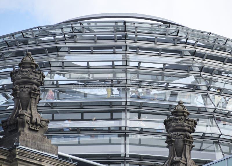 Exponeringsglaskupol av regeringen för Reichstag byggnadstysk i Berlin huvudstaden av Tyskland, Europa royaltyfria bilder