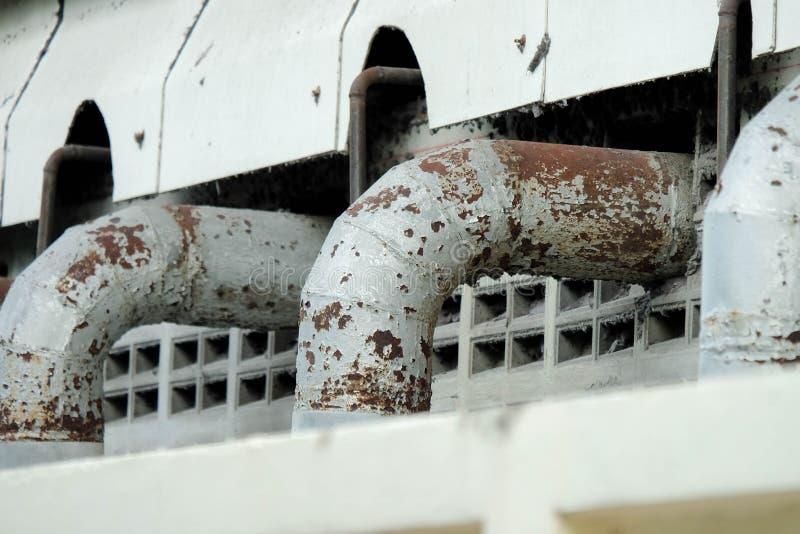 Exportez les grands tuyaux pour vidanger le traitement des eaux usées  photographie stock libre de droits